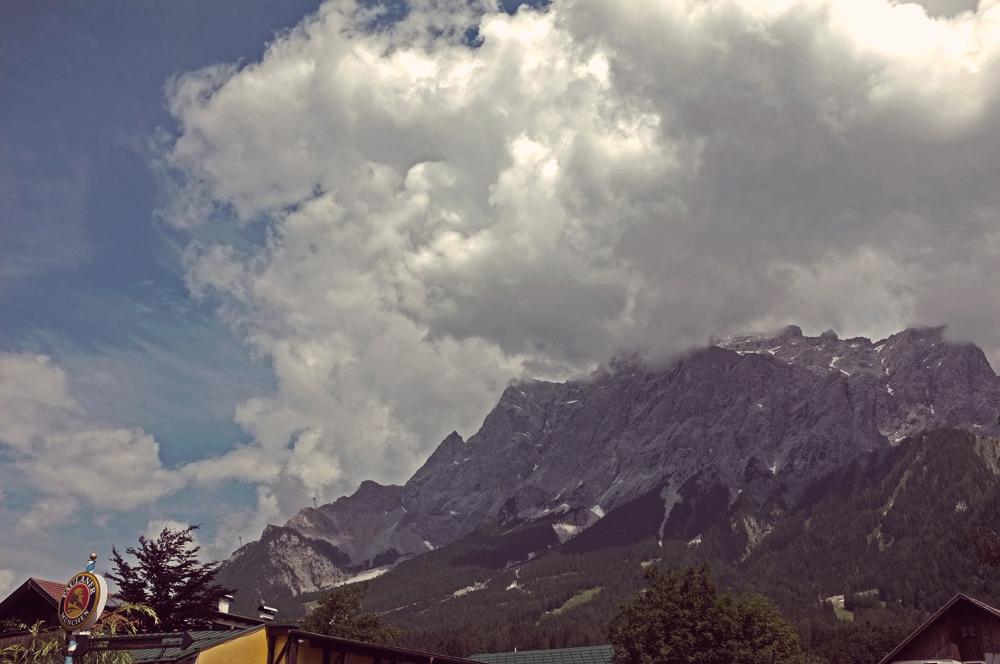 Videonauts Zugspitzrunde Rennrad Zugspitze im Nebel