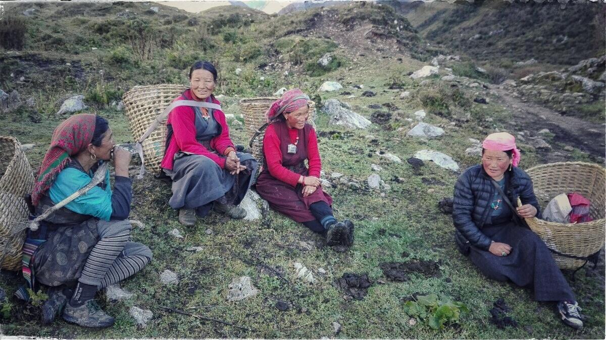 Videonauts backpacking Nepal Manaslu Circuit Gurung