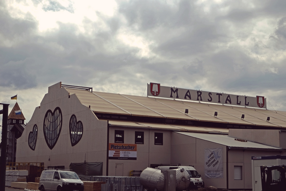 Videonauts Wiesn Aufbau Marstall 2014