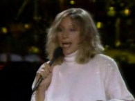 Barbra Streisand & Barry Gibb – Guilty lyrics Shadows falling, baby, we stand alone Out on the street anybody you meet got a heartache of their own (It oughta be […]