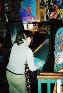 Ms. Pac-Man von Bally Midway. Kreisgelbe Überheldin mit Schleife im Haar. (Bild: André Eymann)