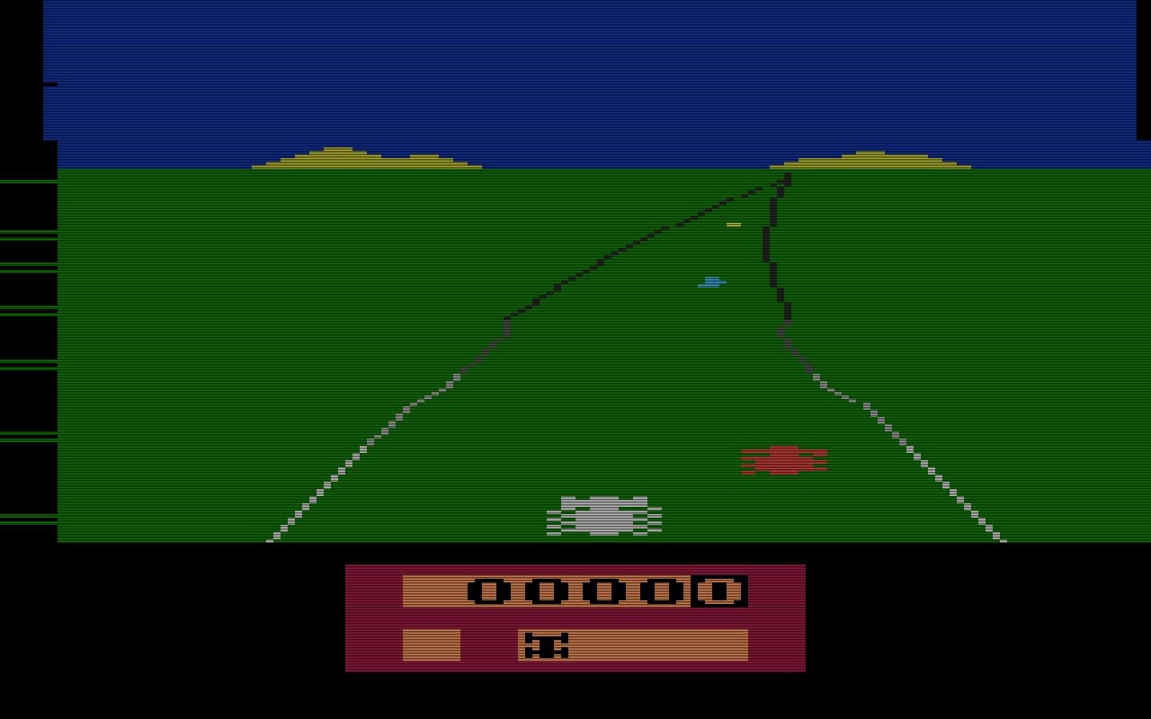 Activisions Autorennspiel Enduro von 1983 wurde von Larry Miller geschaffen. Beim Fahren in der Nacht, konnte der Spieler nur die Rücklichter der zu überholenden Autos sehen. (Bild: Activision)