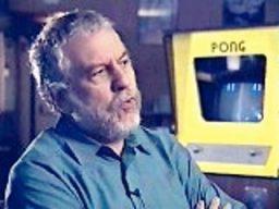 Nolan Bushnell spricht im Videointerview über Pong. (Bild: Hasbro)