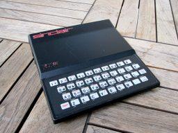 Der ZX81 wurde 1981 veröffentlicht und kam aus England. Er wurde zuerst als Bausatz und später als Fertigcomputer verkauft. (Bild: André Eymann)