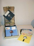 Eine typische Diskettenbox - prall gefüllt mit 5¼-Zoll-Disketten. (Bild: André Eymann)