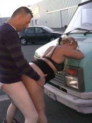 Interdit : une pétasse se fait baiser sur un coin de trottoir en bretagne