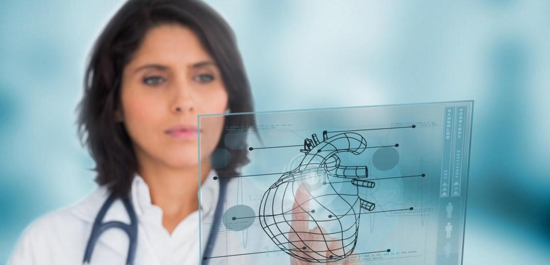 Bilde av lege som bruker interaktiv skjerm, illustrasjonsfoto: Yay Images