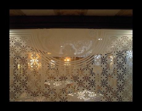 Vidrieras decoradas con resina para restaurantes