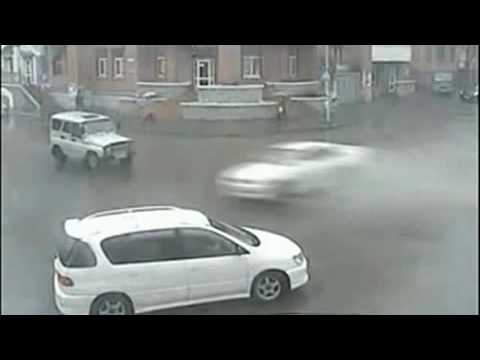 Amazing Accident – Car T-Bones Itself On Jeep