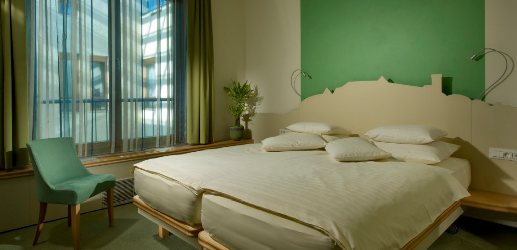 05_City_Hotel_Ljubjana_Superior_room_green_1
