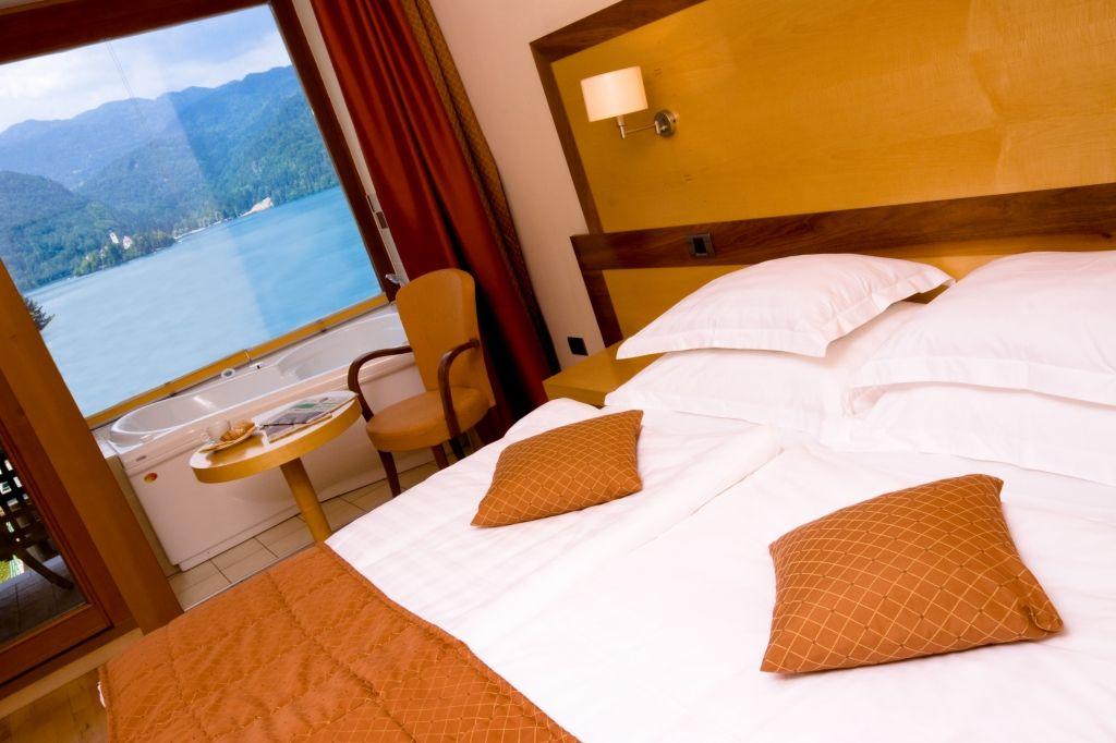 Hotel Lovec Camera vista lago