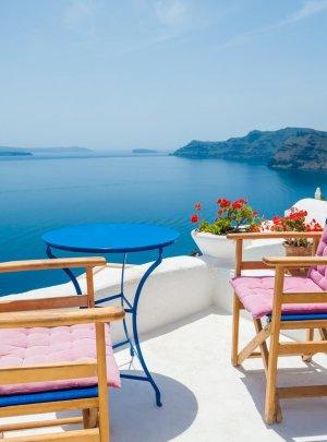 海の上のギリシャのテラス