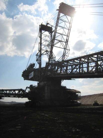 Riesenmaschinen sind es. Man muss es sehen, um sich das gigatische Ausmaß vorstellen zu können...
