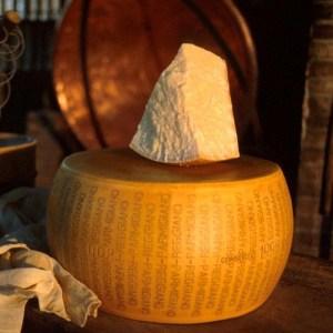 parmigiano reggiano vacche rosse razza reggiana stag oltre 40 mesi riserva forma intera da 35 k a063 1
