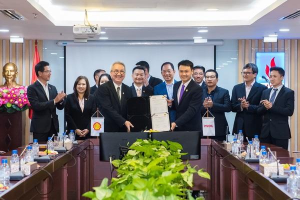 Lãnh đạo PVOIL và Shell hoàn thành ký kết.