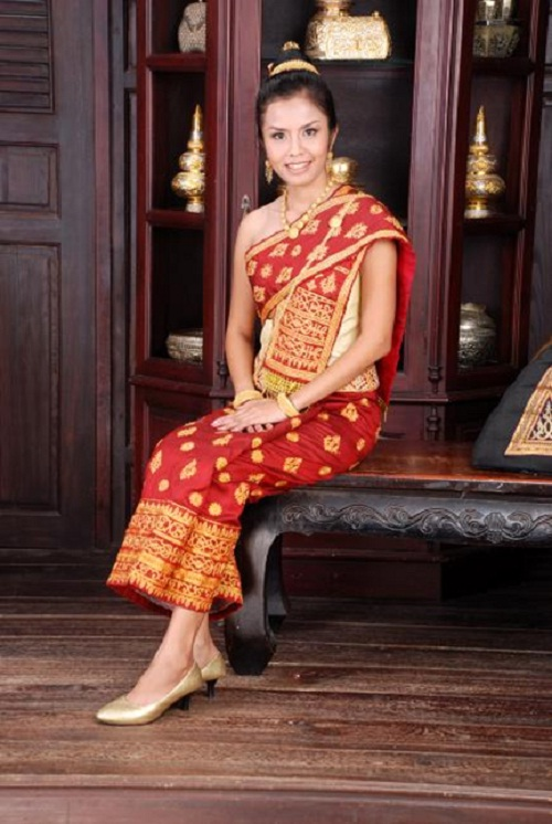 Trang phục của phụ nữ Lào.