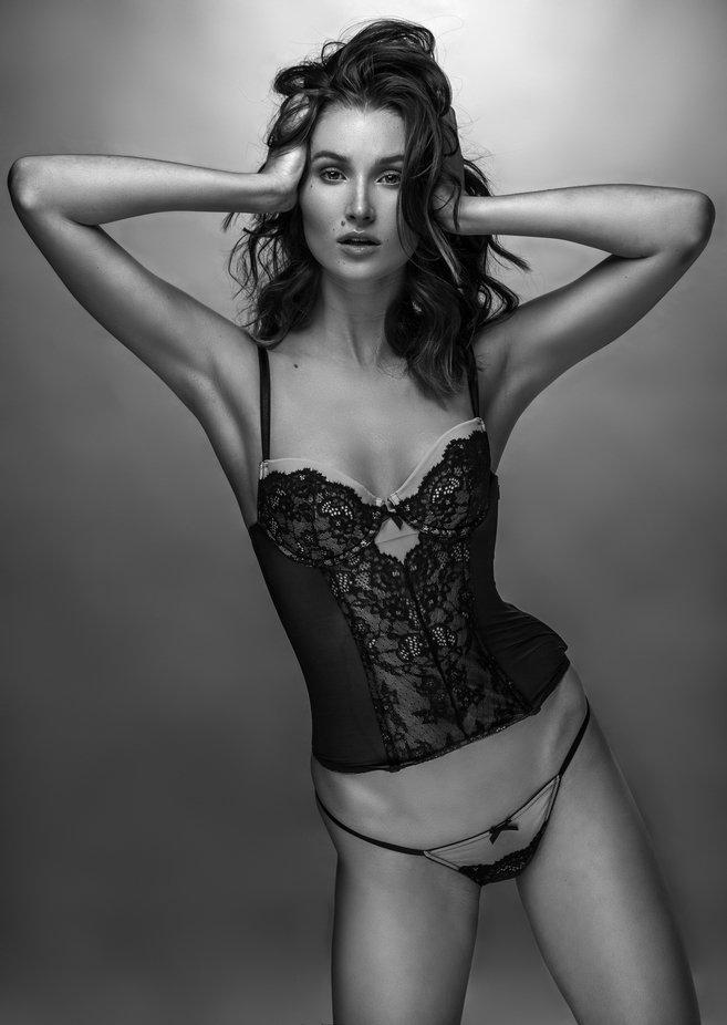 Lauren by PaulHenryStudios - Monthly Pro Photo Contest Vol 45