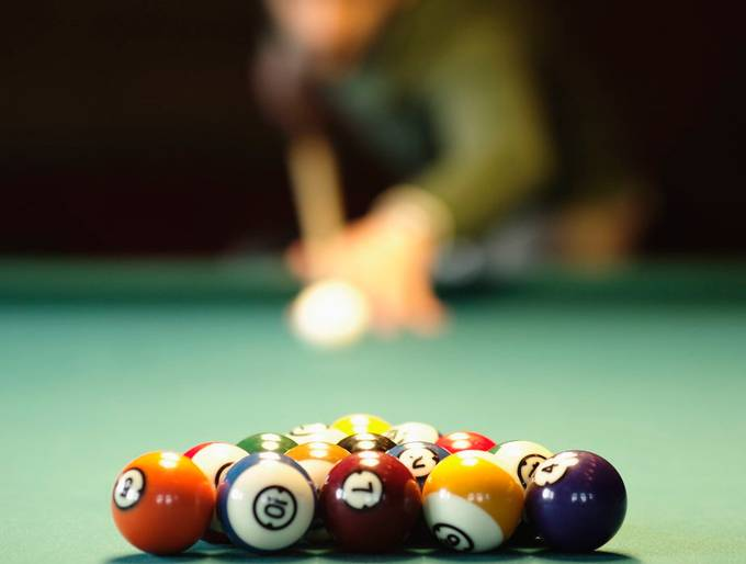 Billard @ f1.5 by Thore_Rehbach - Shallow Depth Photo Contest