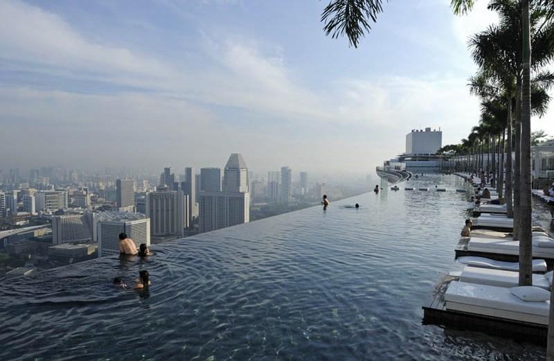 Η ατελείωτη πισίνα που αγγίζει τον ουρανό!