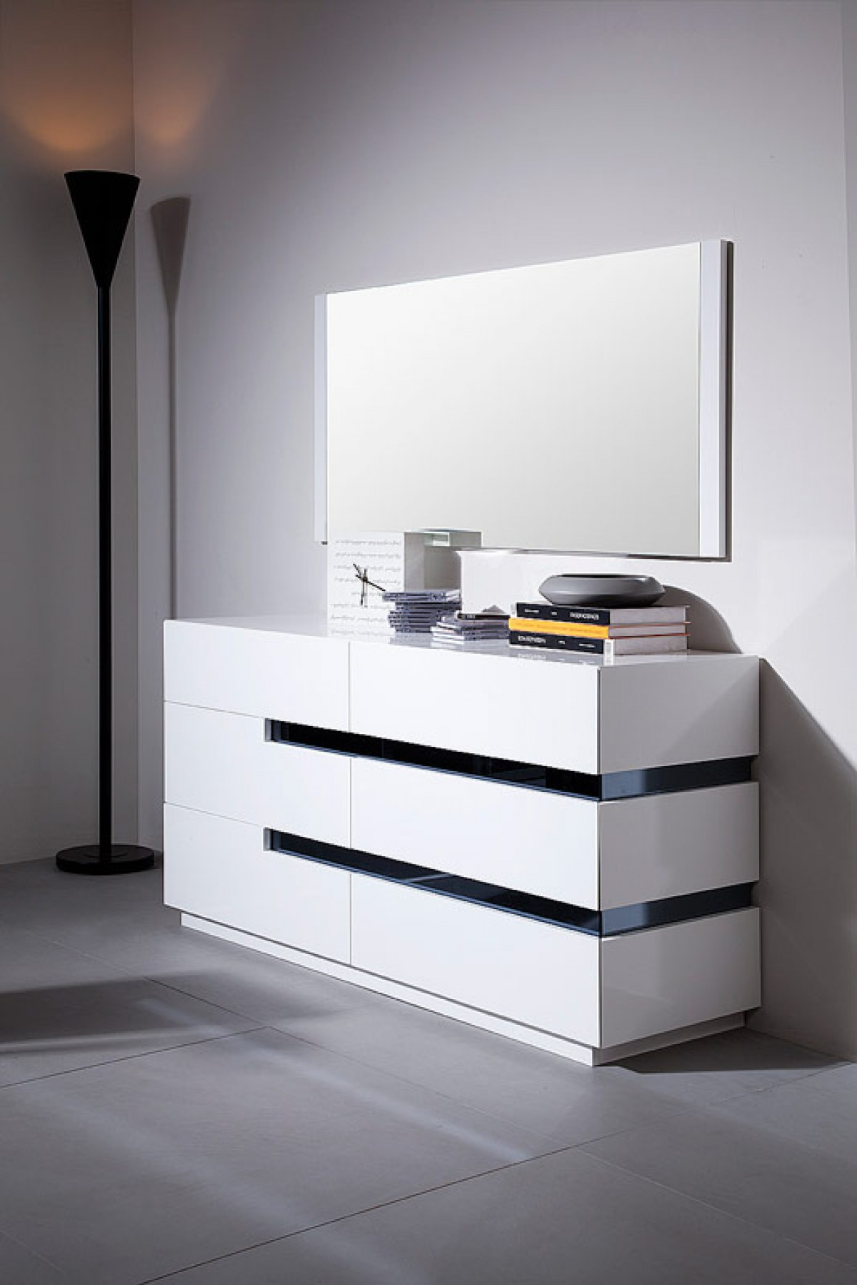 There are many ways to decorate. Modrest Polar - Contemporary White Gloss Dresser