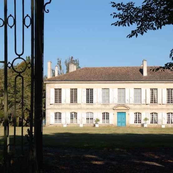 castle on sale in vineyard Bordeaux Graves