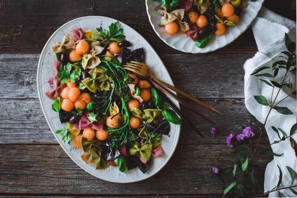 Broccolini-pastasalaatti. Vegaani