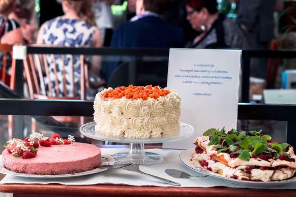 Miten suunnitella noutopöytä-menu useamman hengen juhliin? + Valmiit menuideat ja etukäteisvalmistelut
