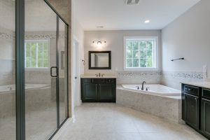 4 Ways to Personalize Your New Master Bathroom
