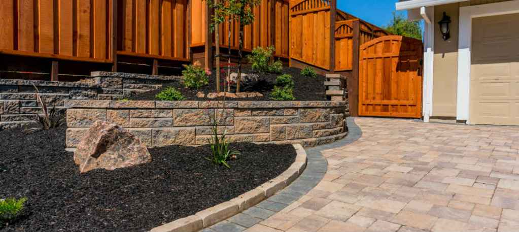 retainng wall landscaping design