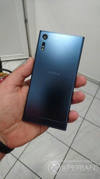 Sony-Xperia-F8331-back