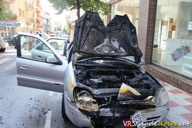 Cotxe incendiat a Roses