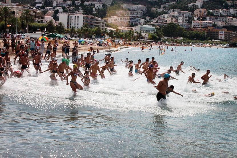 Travessies de natació de la Festa Major de Roses