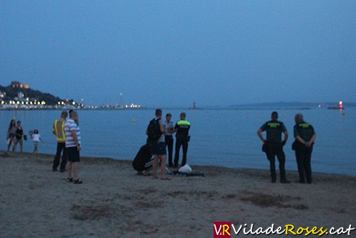 Localitzen a La Jonquera l'home desaparegut a la platja de Roses