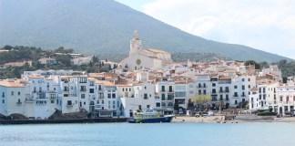 Mor un home francès de 45 anys a la platja a Cadaqués