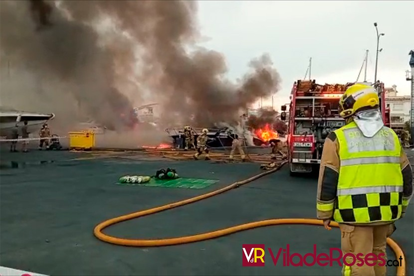 Incendi vaixell a Empuriabrava