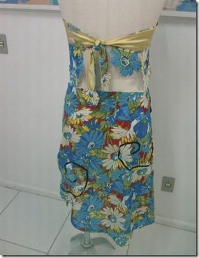 Costas do vestido com chita