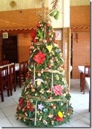 Árvore de Natal com detalhes nordestinos