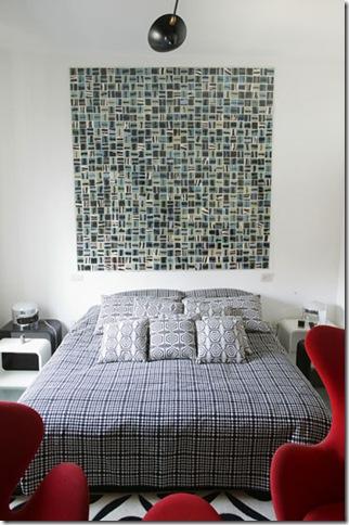 Painel de tecido sobre a cama sem cabeceira