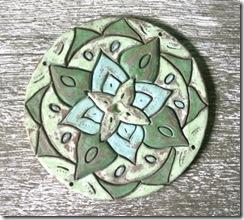Grazyela Lima e mais uma das suas muitas mandalas de cerâmica