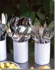 Porta-talheres feitos de latinhas de alumínio recicladas com pintura