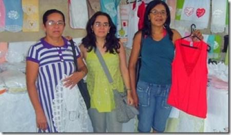Paula e Ivanilda, mãe e filha rendeiras de renascença