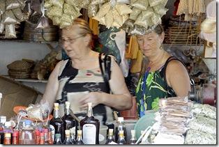 Cris Turek, Vó Ana olhando temperos variados e vidros com mel de engenho