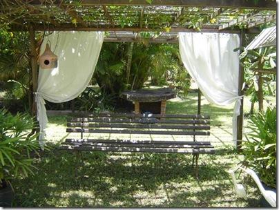 Gazebo com pergolado e cortinas da Maria Stella