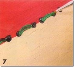 Pinte filetes nas bolinhas simulando uma costura
