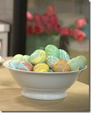Ovos desenhados com cera aleatoriamente