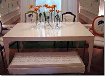 Capa de banco em tecido tem poema impresso