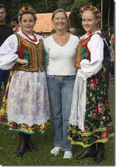 Cris Turek e as moças do grupo Wisla