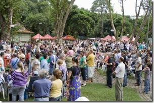 Público que lotou o Bosque do Papa no Sábado de Aleluia
