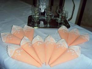 Guardanapos de tecido com aplicação de renda renascença para os jogos de mesa