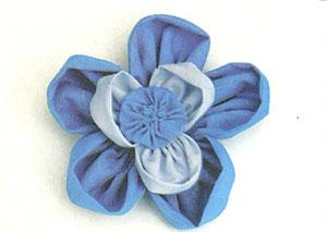 Costure as partes da flor de fuxico dupla